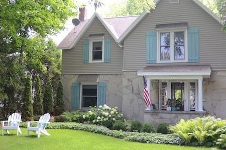 Charming Waterfront Round Lake Home - Charlevoix
