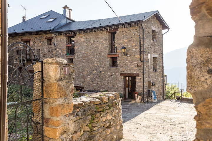 Room in the heart of the Pyrenees - Liri - Ev