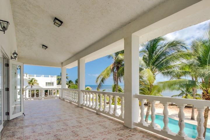 Oceanfront villa w/shared pool, beach access, ocean view, partial AC-strong WiFi
