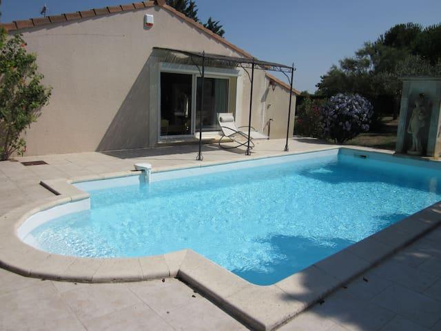 Maison confortable dans un parc clotûré et piscine