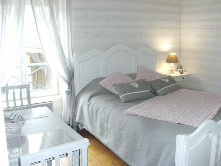 jolie  chambre dans ancien corps de  ferme