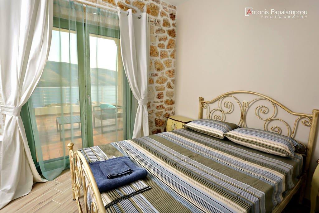 πολυτελή και ευρύχωρα δωμάτια με ντουλάπες και στρώματα κορυφαίας ποιότητας
