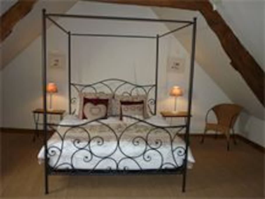 Top bedroom with king sized bed