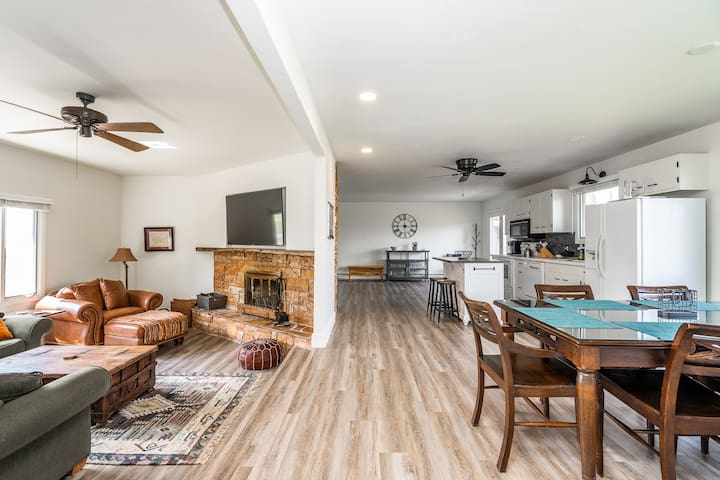 Hyalite Retreat - Remodeled Bungalow South of Bozeman and Near Hyalite Canyon