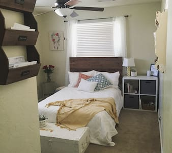 Redding Guest House - 2 bedrooms - Redding - Casa