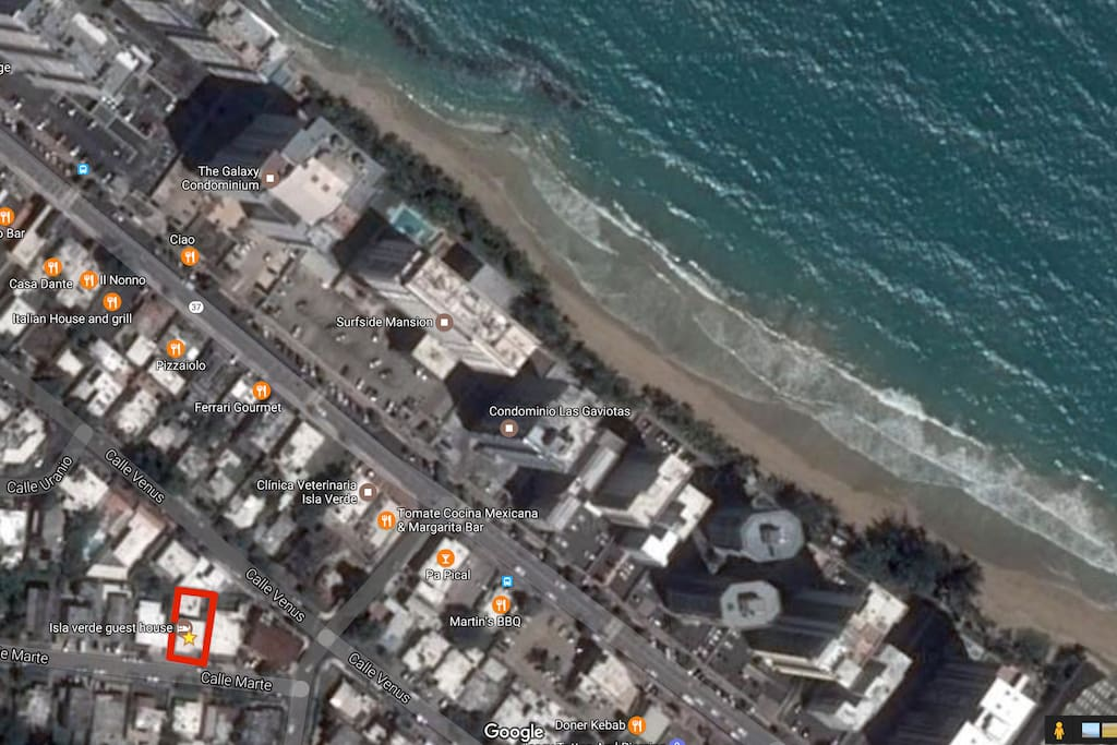 Aereal picture of the of the surrounding, beautiful beach, nice Restaurants's,