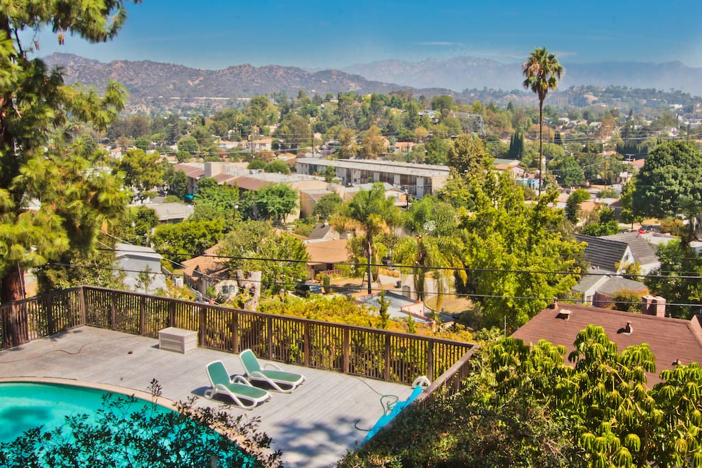 beautiful views in los angeles guest suites for rent in. Black Bedroom Furniture Sets. Home Design Ideas
