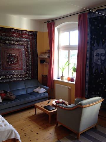 Ruhiger geräumiger Altbau in Pankow - Berlim