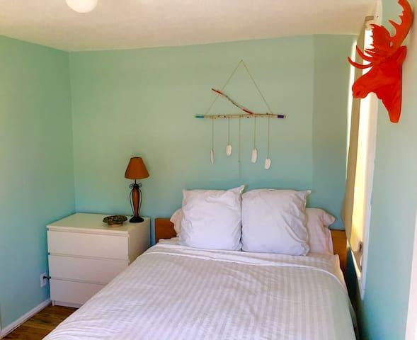 The bedroom. Comfy Bloomingdales Mattress. Exquisite sheets.