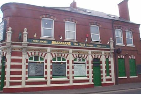 Shanahans Motel & Sports Bar - Birmingham