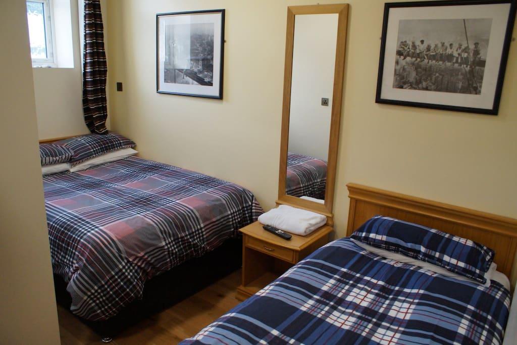 Shanahans motel sports bar bed breakfasts zur miete for Betten motel one