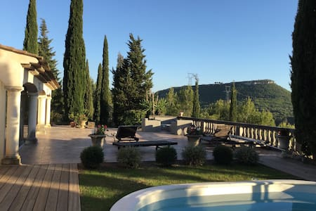 Calm villa near Aix with vue