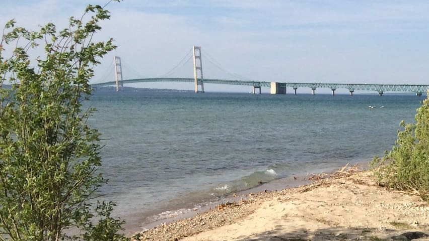 Lakeshore Cottage on the Straits - Mackinaw City