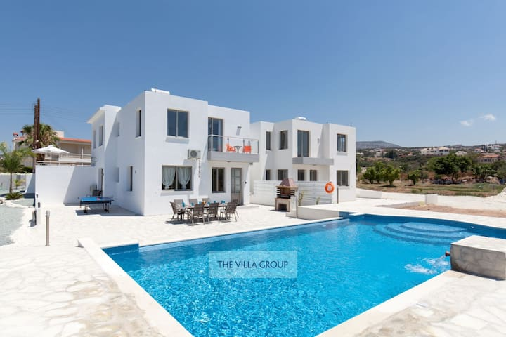 Modern villa in the exclusive area of Sea Caves
