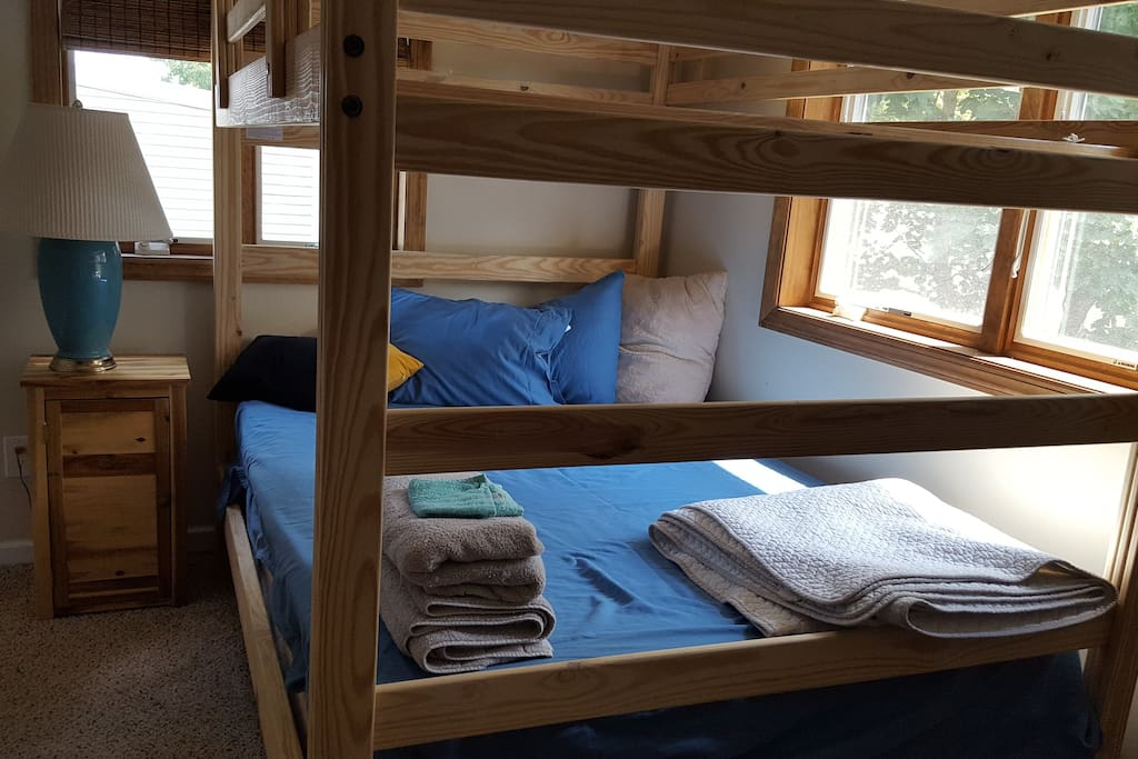 4 person bunk bed. (2 double beds)