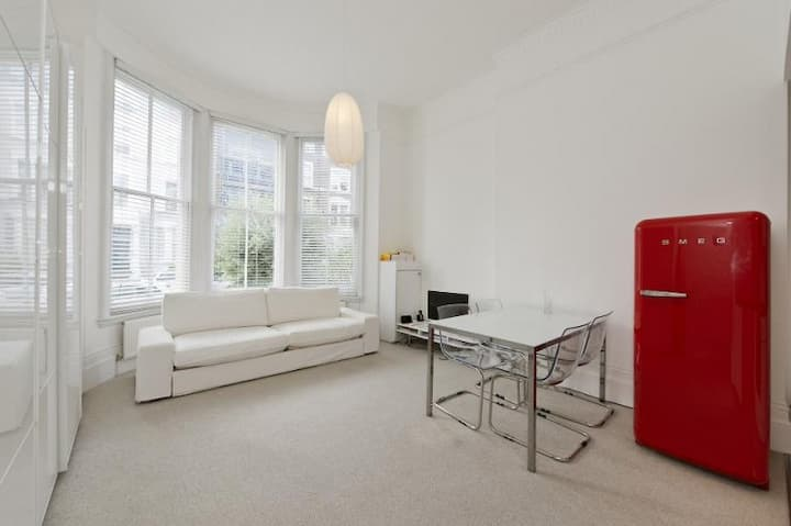 Holland Park 1 Bed Apartment