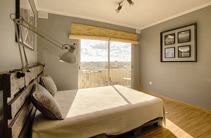 Shira - Modern, 2 bedroom apartment