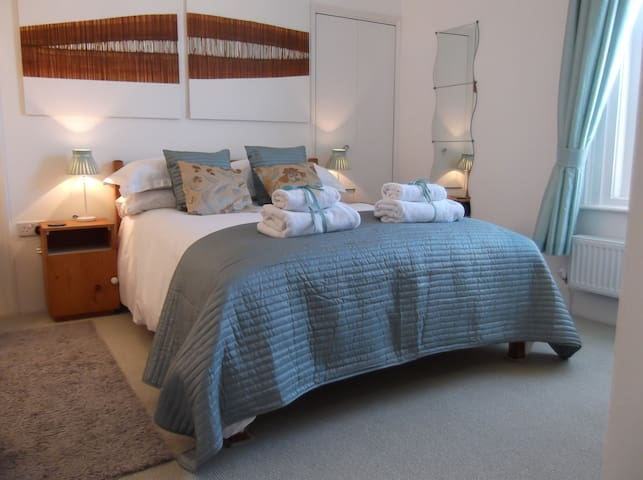 Alum House-Double Room 1 - Double Bed
