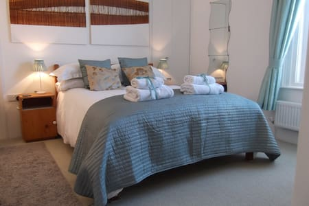 Alum House-Double Room 1 - Bed & Breakfast