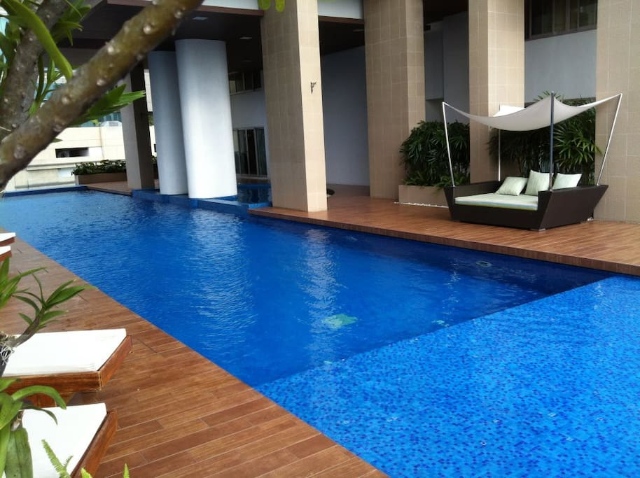 Great amenities including a pool with a view of Bangkok