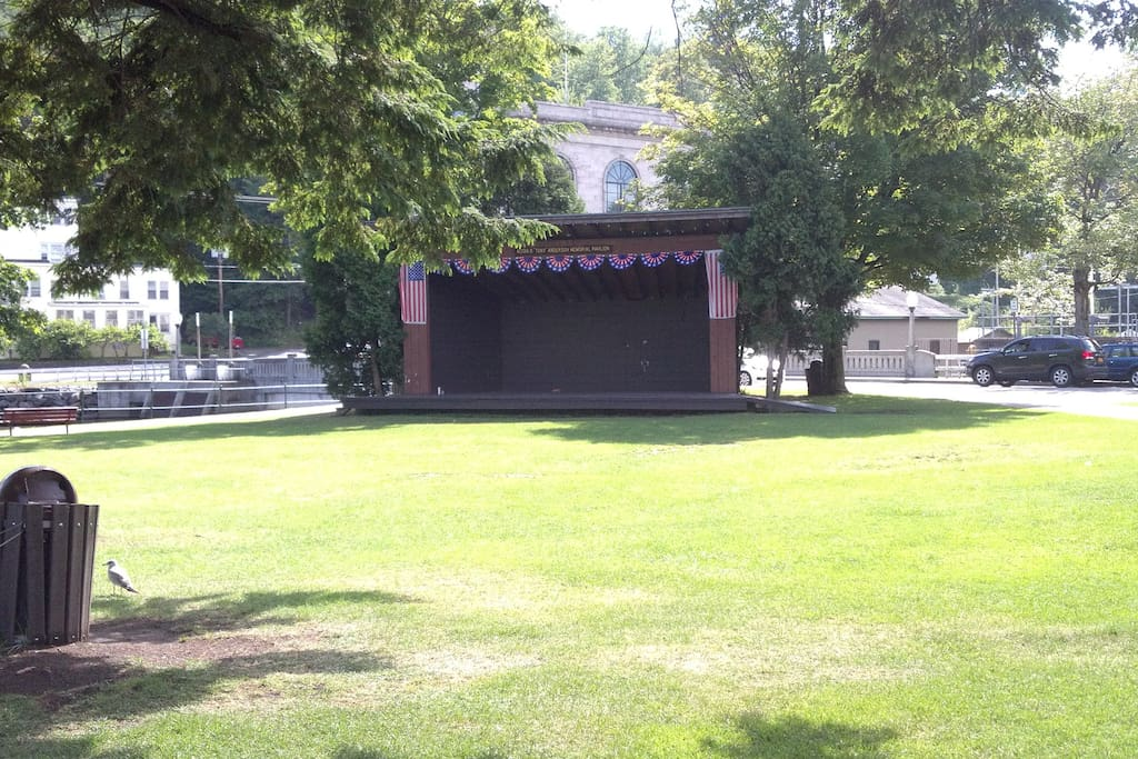 band shell and events location.. farmers mkt sat