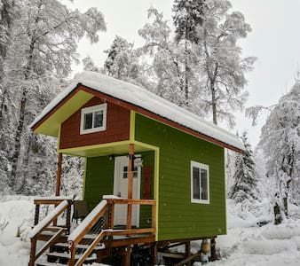 Raven's Roost-Tiny House in the woods of Talkeetna