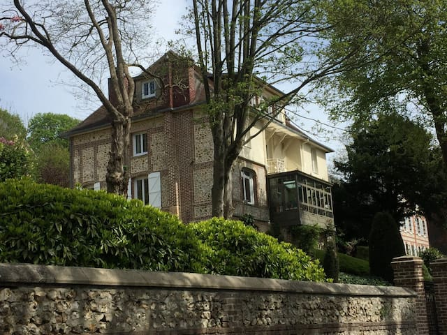 Etretat - Villa XIXe-Piscine chauffée-WE-1à6 pers.