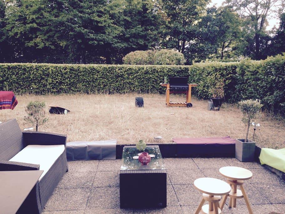 Terrasse, jardin pour profiter du soleil ou lancer le BBQ...