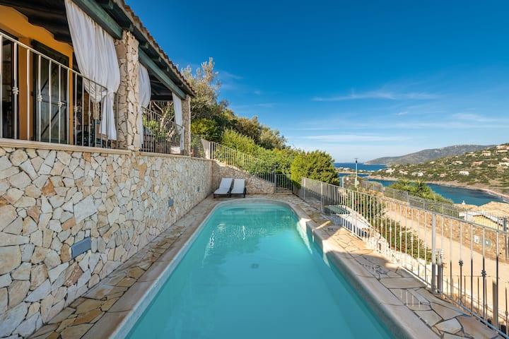 Splendida Villa Giglio con Vista Mare, Vista Montagna, Wi-Fi, Giardino, Terrazze e Piscina; Parcheggio pubblico disponibile