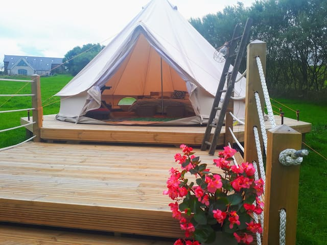 Glamping Site on Anglesey - Bell Tent 'Onnen'