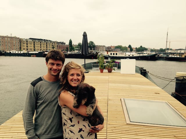 Experience a houseboat in Amsterdam