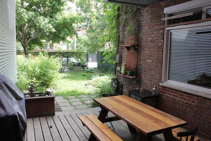 Cosy ground flour apartment with garden - Montreal - Apartamento