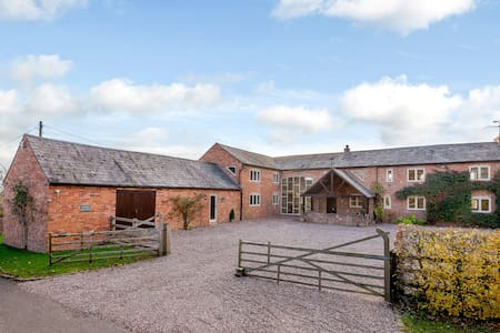 Private suite in rural Cheshire (sorry no kitchen)