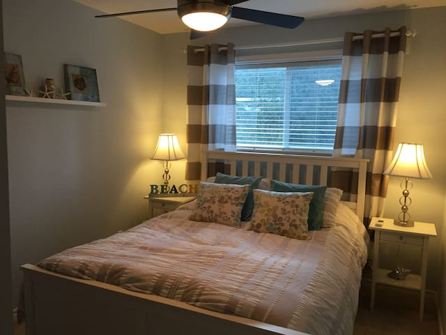 Upstairs Beach room with queen size bed and closet