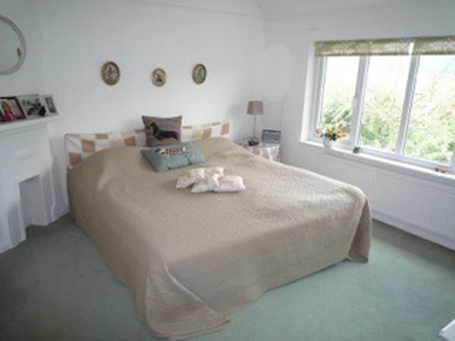 Harpsden Road double bedroom - Henley-on-Thames - Huis
