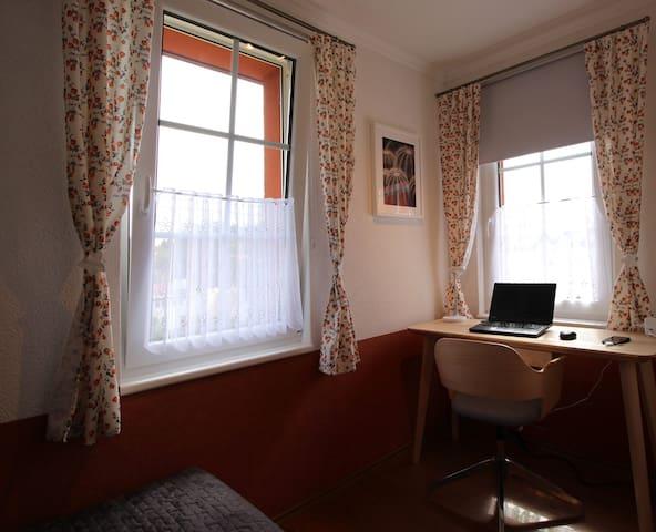 Study / First floor bedroom 4