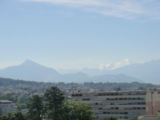 Chambre / Room close to Geneva - Ambilly - Apartamento