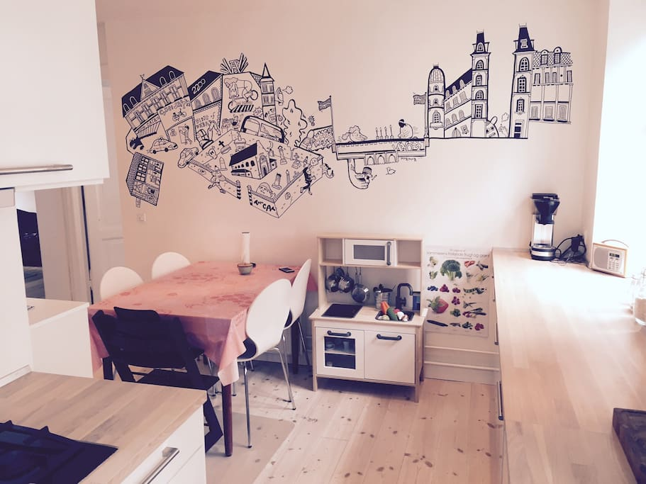 Our big kitchen with plenty of room for 5 - 6 people to eat. We love our wall painting - it's a drawing of Nørrebro.