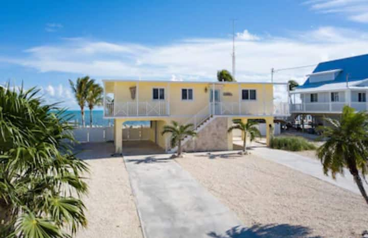 Oceanfront beach cottage- Beach Boomer!!!
