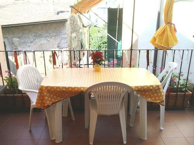 Cosy studio flat with terrace in Corniglia centre - Corniglia - Leilighet