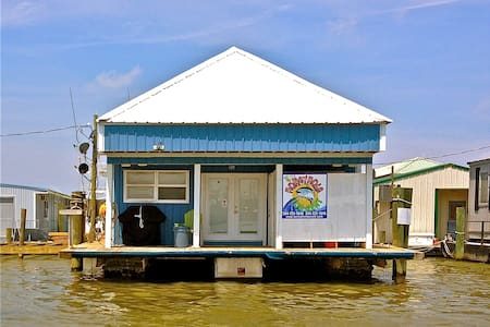 Venice Honeyhole Houseboat Camp