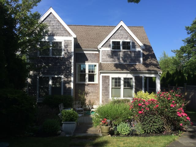 Spacious Edgartown home and the perfect location. - Edgartown - Apartment