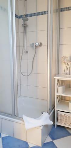 mit Dusche