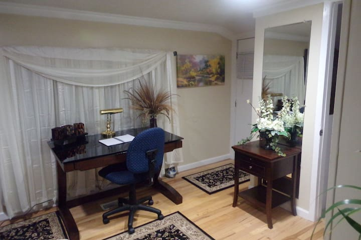 Cozy efficiency Apartment - Candler - Lejlighed