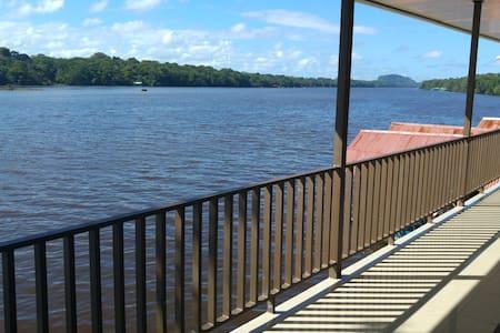 HABITACION TRIPLE CON VISTA AL RIO - Tortuguero - Hostel