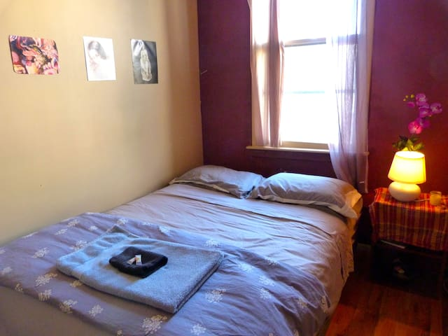 Private room on Lovely block in Greenpoint