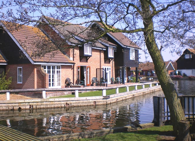 Romantic Riverside Cottage at Wroxham, Norfolk
