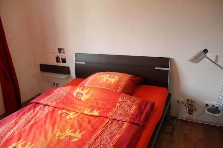 Cozy room in New Building - Puchheim - Apartemen