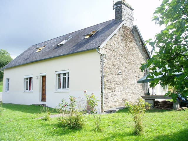 Large Normandy Farmhouse, & pool sleeping 16+ - Saint-Laurent-de-Cuves - House