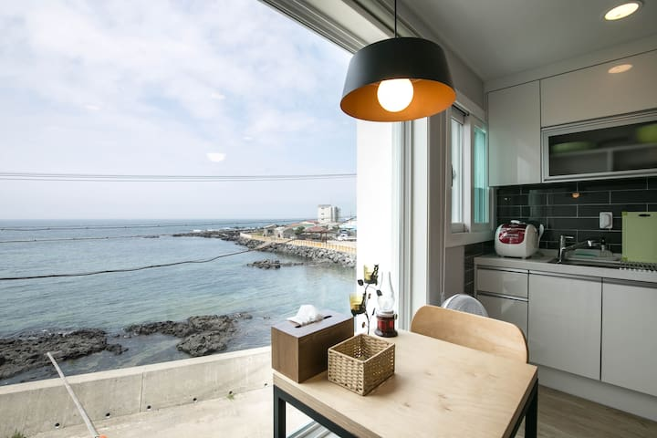 9.8km from the the Airport! Wide window OceanView! - Jeju-si - Hus